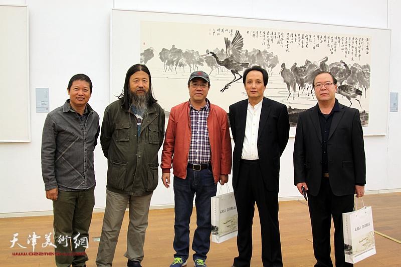 左起:魏瑞江、梁旭华、刘绍斌、杨永茂、杨长曙在展览现场。