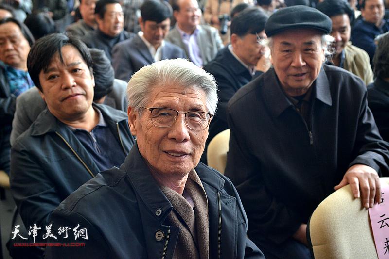 杨德树、王振德、李耀春在展览现场。