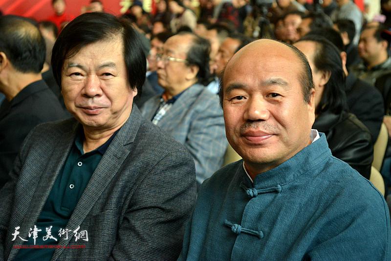 史振岭、孟庆占在展览现场。