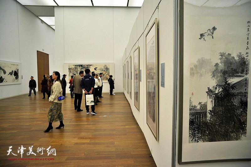 """""""新时代、新作为——孟庆占书画作品展""""现场。"""