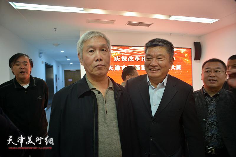 邵佩英、窦宝铁、袁健民、薛卫林在展览现场参观作品