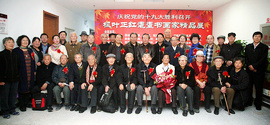 枫叶正红耄耋书画家精品展在河西区文化中心开幕
