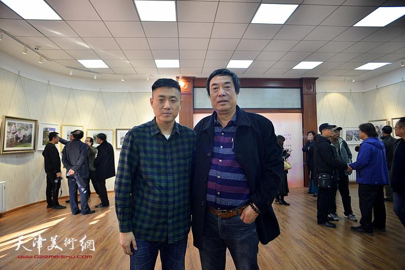 杜晓光、刘刚在画展现场。