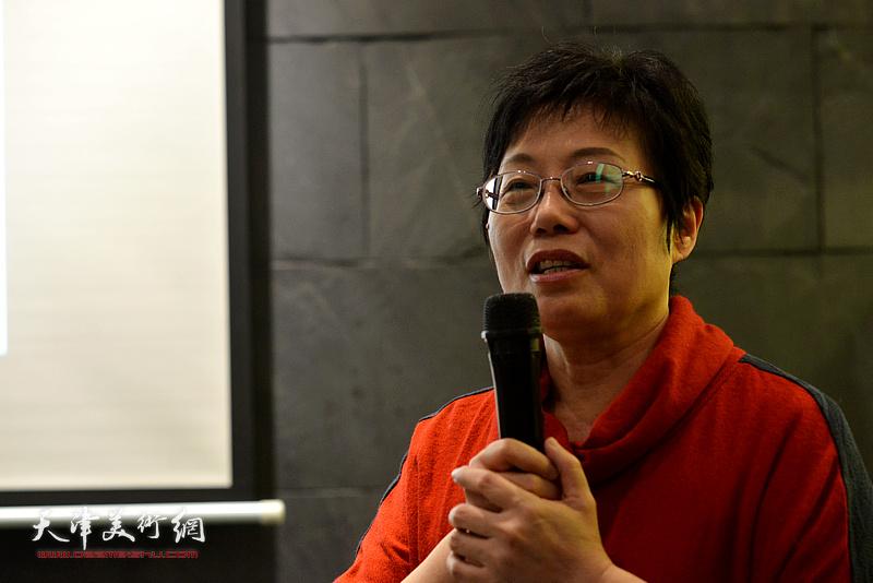 台湾艺术家林映汝女士介绍自己陶艺的心路历程。