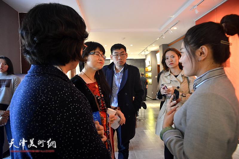 """""""梦蝶·菩提""""台湾艺术家林映汝女士陶艺作品展现场。"""