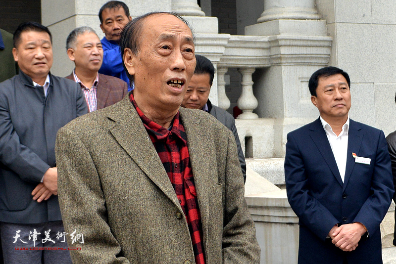 著名画家张学强代表参展画家致辞。