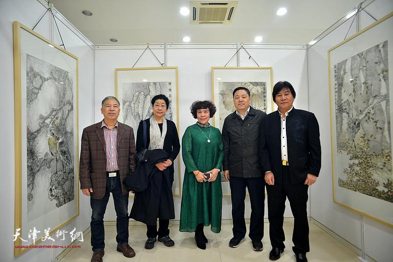 左起:金石、张永敬、史玉、史毓春、高学年在画展现场。