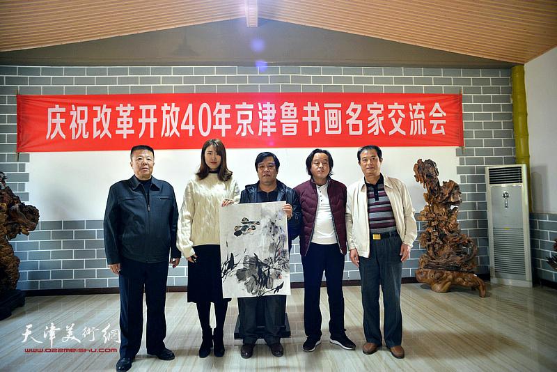 左起:潘晓鸥、翟静伊、李耀春、黄华、陈雅玲。