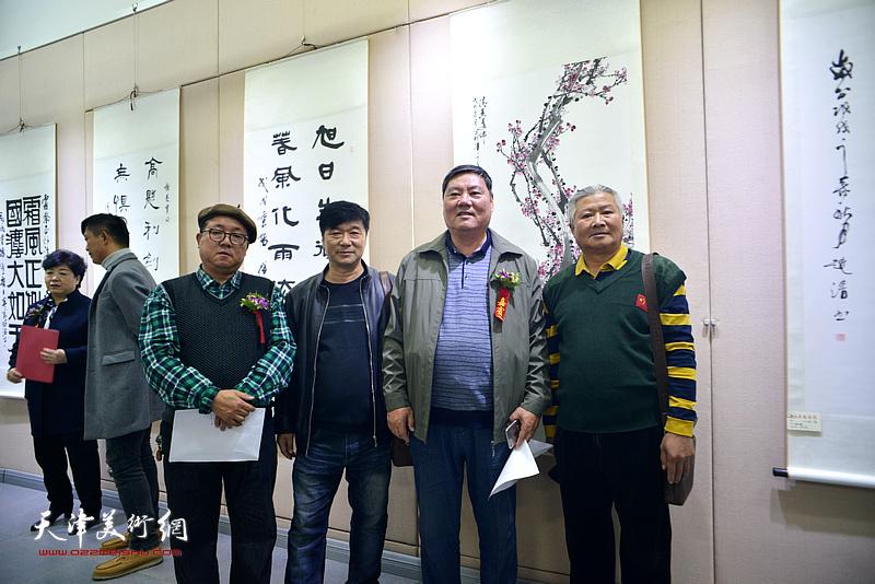 左起:赵清、沈世铎、李宝春、李培发在展览现场。