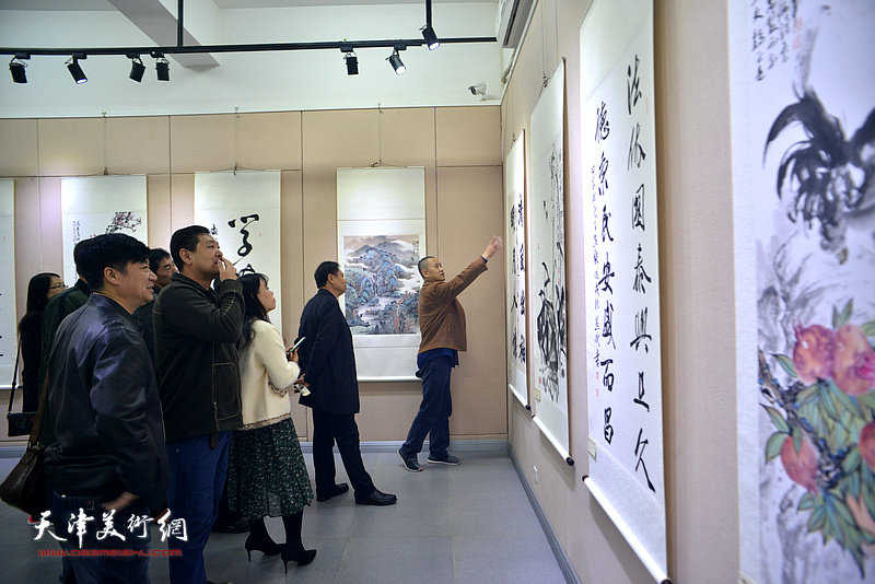 """""""弘扬宪法精神 建设法治津南""""书画展现场。"""