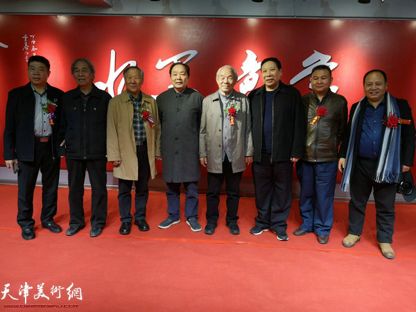 左起:张养峰、王真理、姬俊尧、向中林、纪振民、杨利民、李希堂、李思哲。