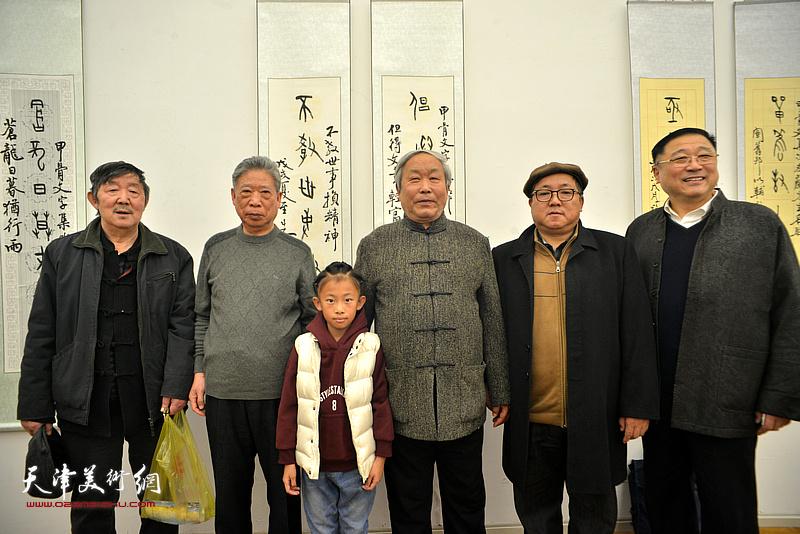 唐云来、李泽润、王宝忠、赵清等在展览现场。