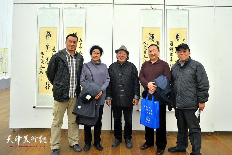 左起:张存彪、张永敬、刘家栋、陈聿东、贾兴利在展览现场。