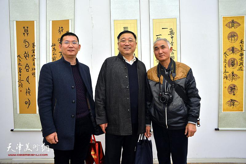 王宝忠、邢纪庆在展览现场。