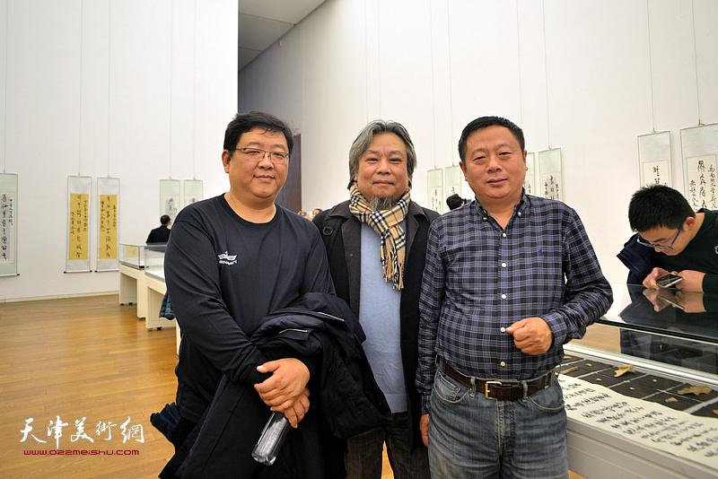 左起:刘晖、李泓伯、赵宝盛在展览现场。