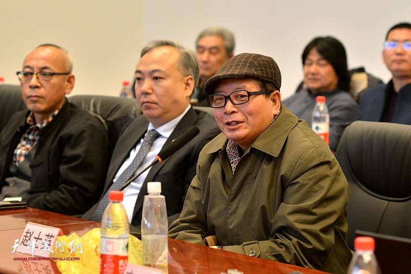 赵士英在研讨会上发言。