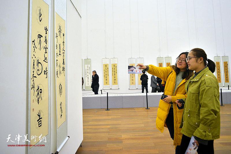 殷契抒怀——朱彦民甲骨文集联书法展现场。