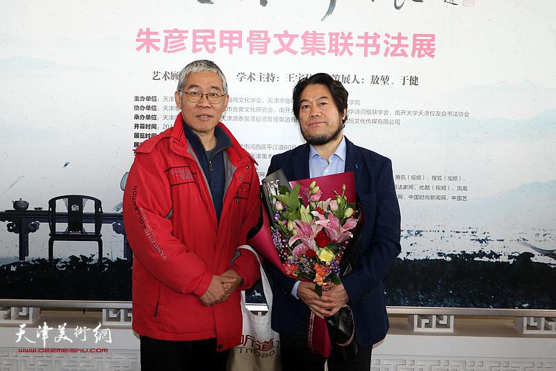 朱彦民与中国传媒大学徐辉先生在现场。