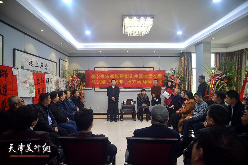 著名书法家张建华在收徒仪式上发表感言。