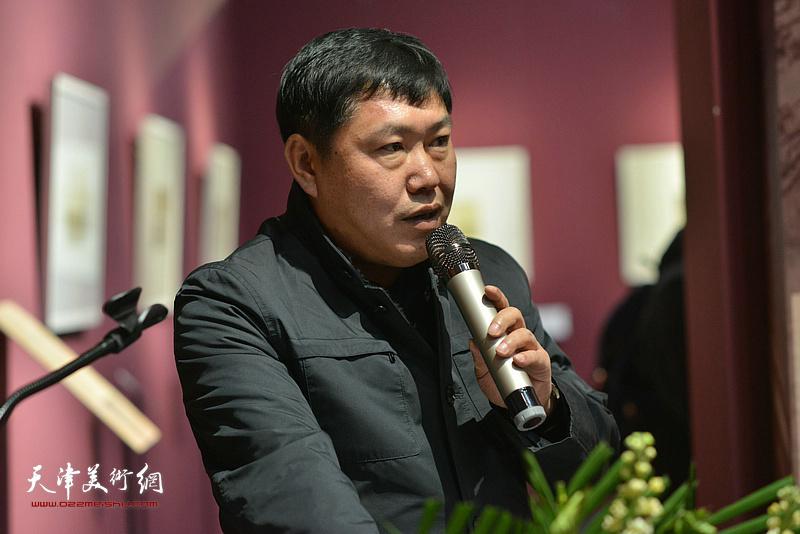 天津人民美术出版社副社长、《芥子园画传图释》执行主编高振致辞。