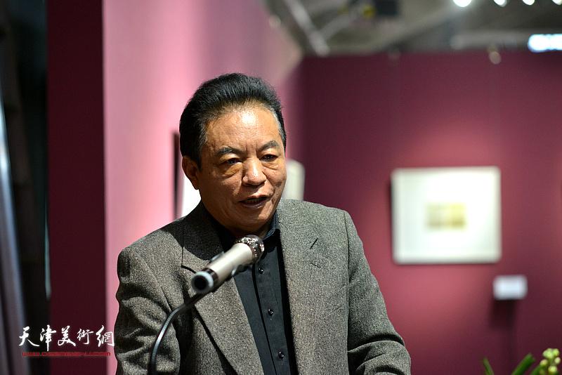 国家新闻出版总署原副署长、中国编辑学会原会长桂晓风致辞。