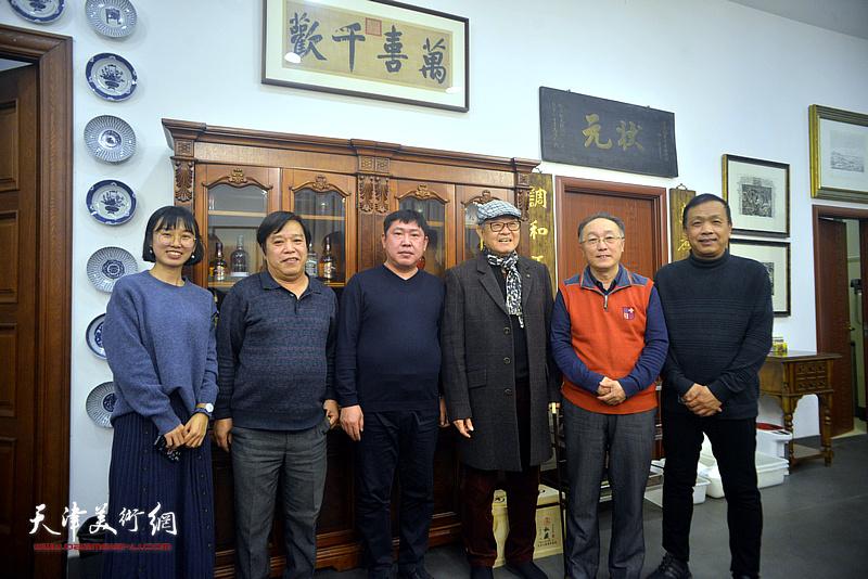 左起:尹冰、李耀春、高振、姜宝林、何东、赵德昌在活动现场。