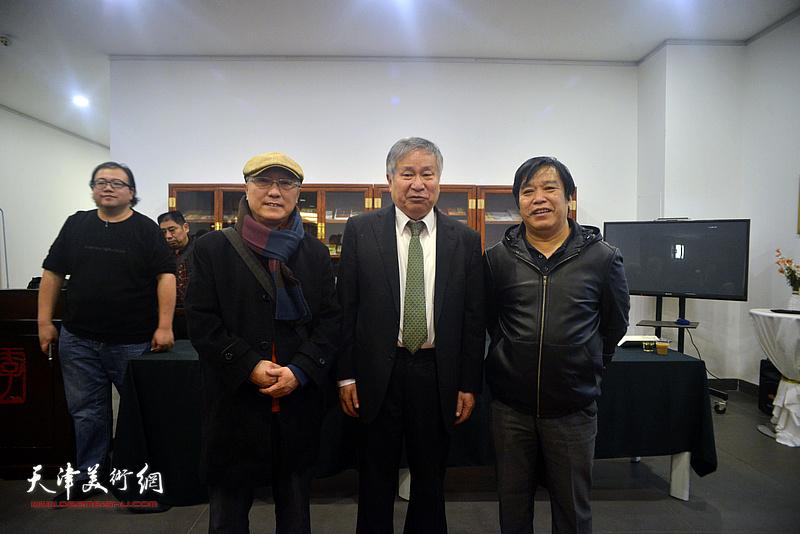 左起:何东、李庚、李耀春在活动现场。