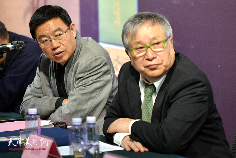 李庚、王鲁湘在《芥子园画传图释》学术研讨会现场。