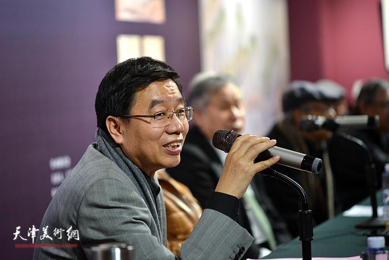 王鲁湘主持《芥子园画传图释》学术研讨会。