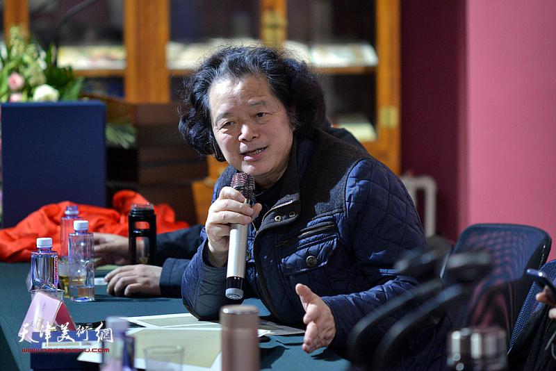 中国编辑学会美术读物评奖委员会主任、浙江出版书画院院长奚天鹰发言