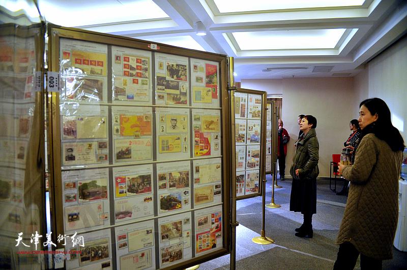 """""""不忘初心 筑梦前行""""庆祝改革开放四十周年全国集邮文化展览现场。"""
