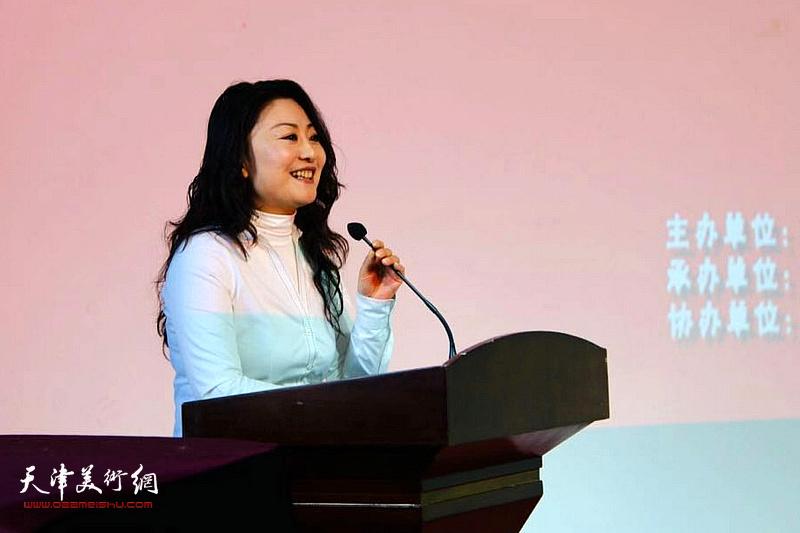 天津市群众艺术馆副馆长邢晓阳主持开幕式并致辞