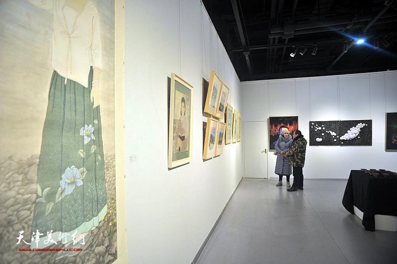 """""""呼·幻""""青年艺术作品综合展现场。"""