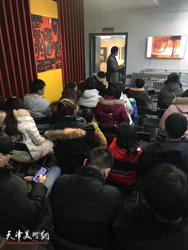 天津师范大学美术与设计学院教授、硕士生导师李桂金老师
