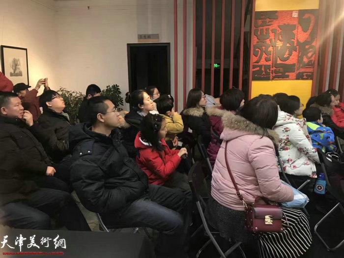 天津师范大学美术与设计学院教授、硕士生导师李桂金老师现场讲座。