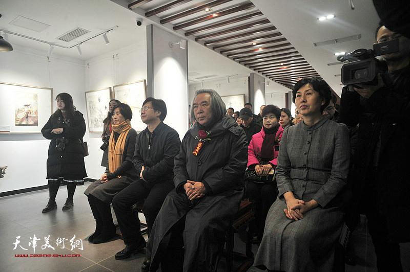 左起:郭颖局长、李桂强部长、霍春阳教授、高艳副区长在典礼现场