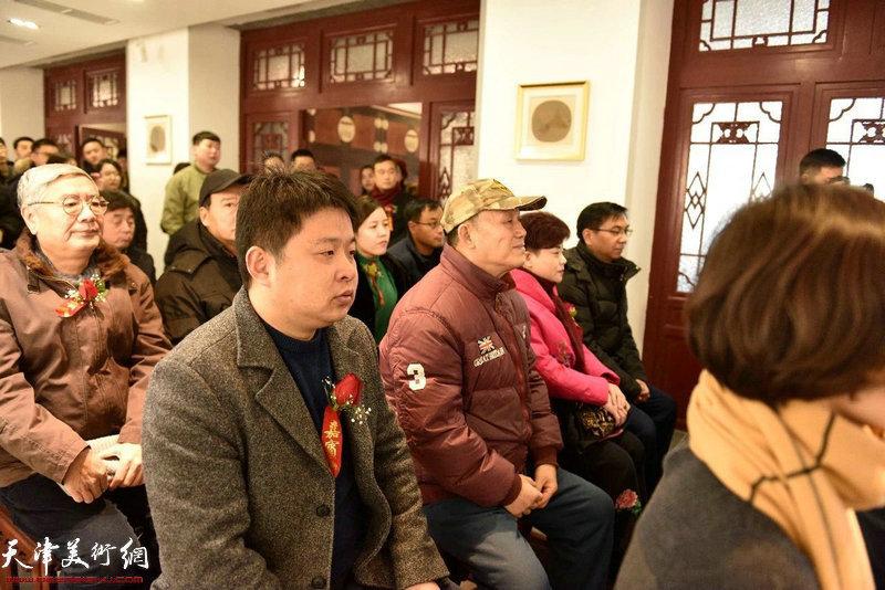 郭智文先生、钱继华先生在典礼现场