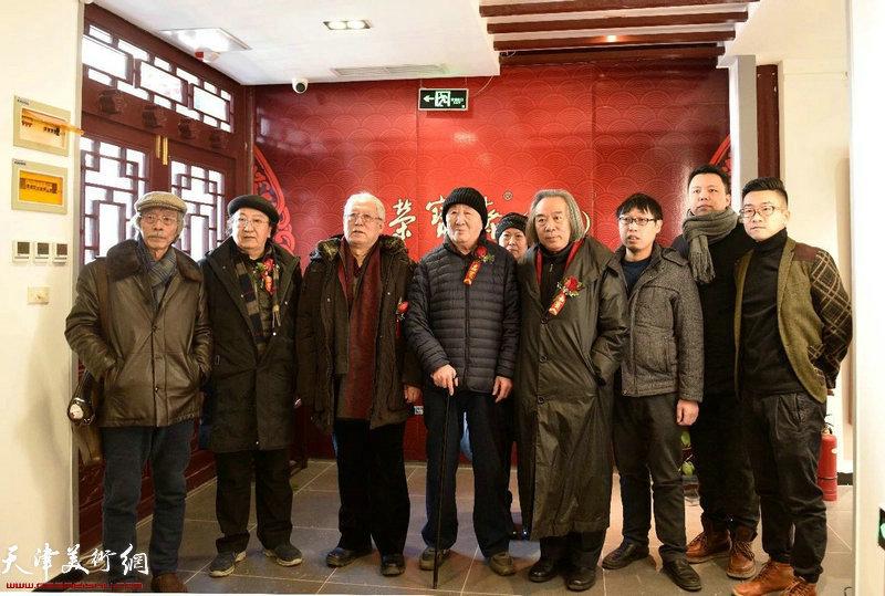 左起:姚景卿先生、王之海先生、贾宝珉先生、侯春林先生、霍春阳先生、张枕石先生、李大光先生、王子范先生在典礼现场