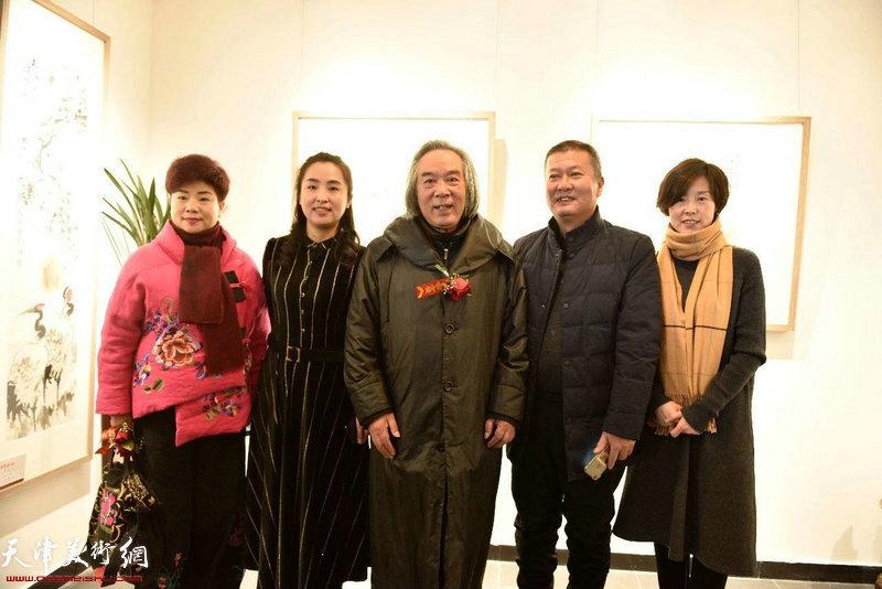 左起:翁芳芳秘书长、谭思洋女士、霍春阳先生、郭颖局长在典礼现场