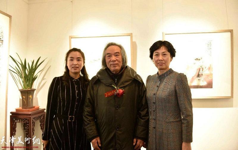 左起:谭思洋女士、霍春阳先生、高艳副区长在典礼现场