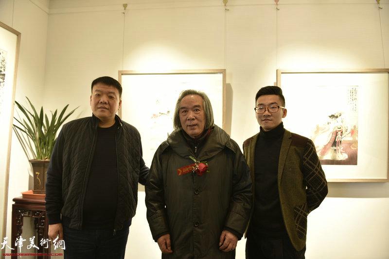 霍春阳先生和王子范先生、企业家牛建影先生在展览现场