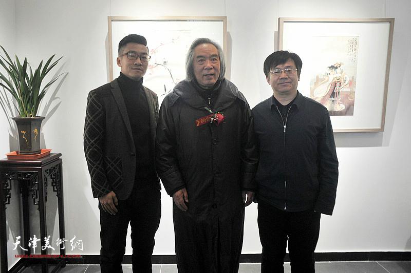 左起:王子范先生、霍春阳先生、李桂强部长在典礼现场。
