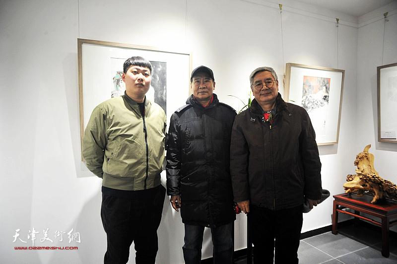 左起:房志鹏先生、马寒松先生、张佩钢先生在典礼现场。