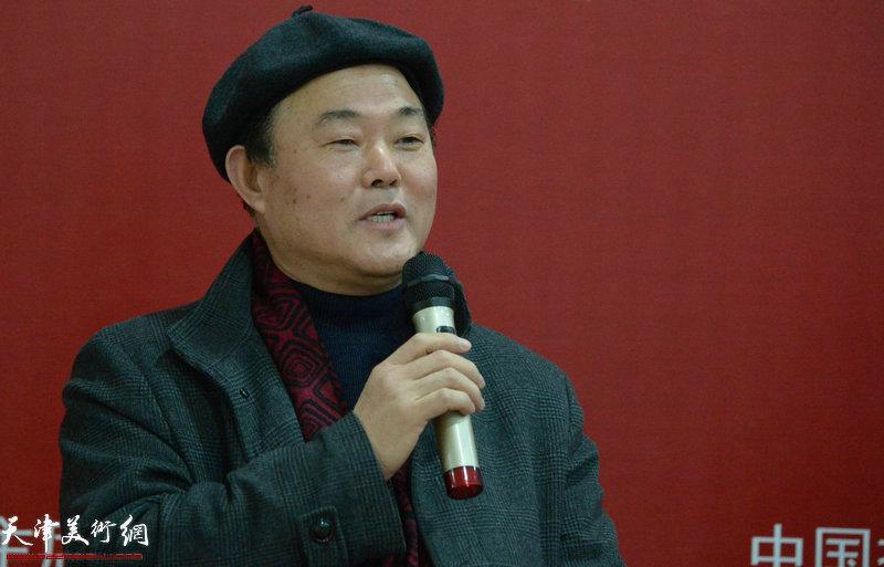 商丘师范学院艺术设计学院院长、中国摄影家协会教育委员会委员张新根 在摄影论坛讲话中