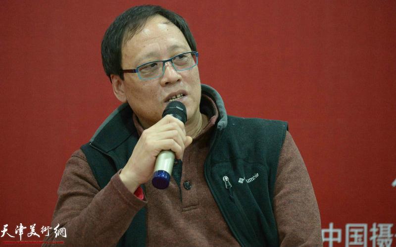 中国摄影家协会教育委员会委员、中国摄影界最高奖金像奖获得者、天津师范大学摄影系主任于全兴在摄影论坛讲话中