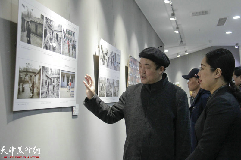 庆祝改革开放40周年天津-东丽·河南-商丘两地摄影展现场。