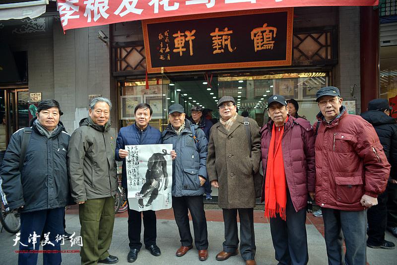 著名画家刘凤棋赠画致贺。