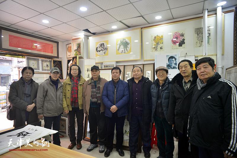 左起:李学亮、王印强、张葆东、郭凤祥、王惠民、李建华、尚金声、郭福深、王惠民在小品展现场。