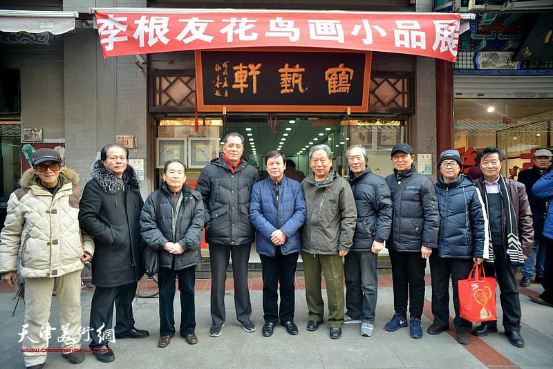 左起:李铁泉、刘士忠、丁砚章、张志连、李根友、霍然、王佩翔、钱桂芳、王寅、吴景玉在鹤艺轩。
