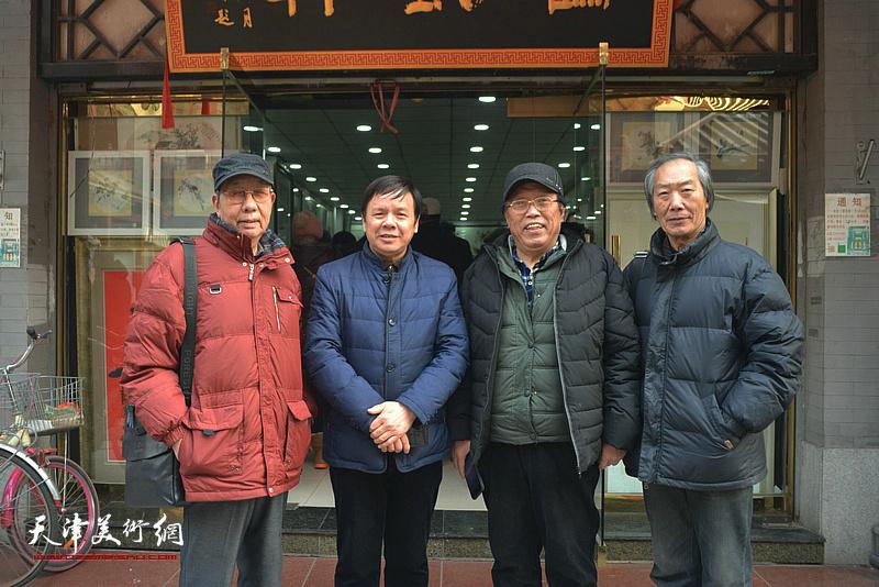 左起:曹剑英、李根友、任庆明、王佩翔在鹤艺轩。
